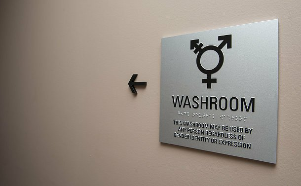 A sign with a gender neutral symbol