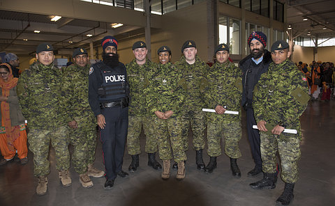 Group picture of Army reserves and officers from TPS.
