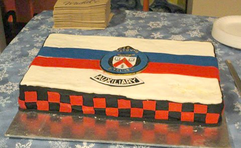 A cake with a TPS crest