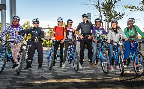 Students and police officers on their bicycles, posing after the race