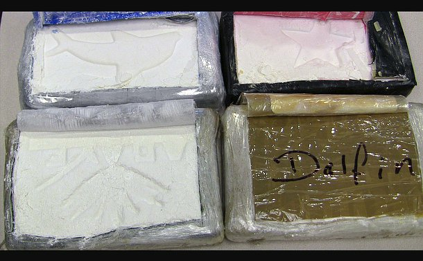 """Four packages, three of white powder, one closed and marked """"Dalfin"""""""