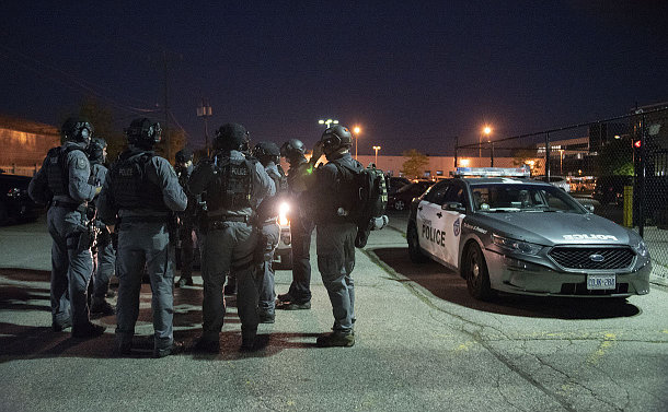 A group of people in police uniform near a TPS car