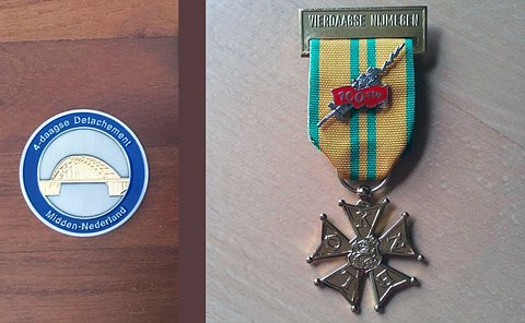 Left side: mostly blue metal coin with text in dutch and a engraving of a bridge; right side: medal with letter K-N-B-L-O and a 100 years pin