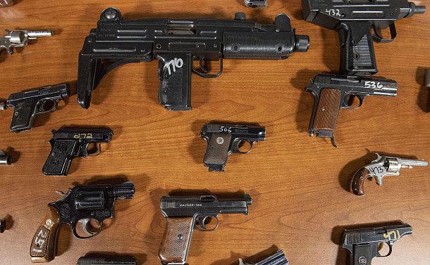 A table of guns