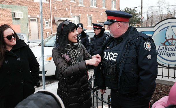 A woman speaking to a man in TPS uniform